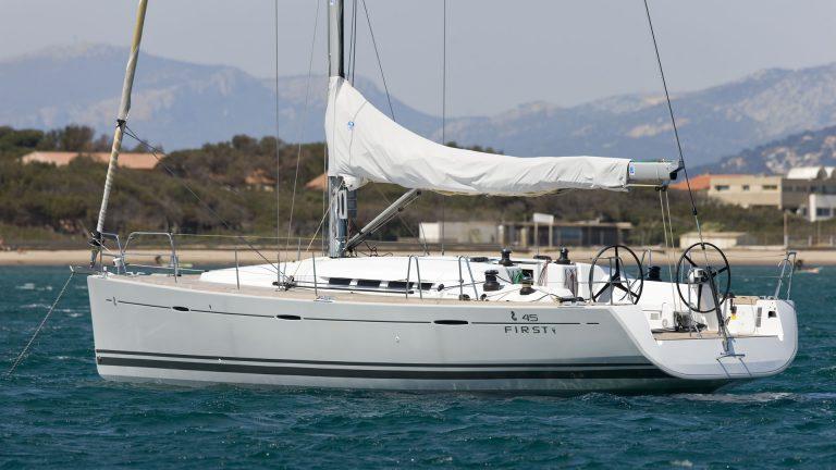Парусная яхта Beneteau First 45 экстерьер 3
